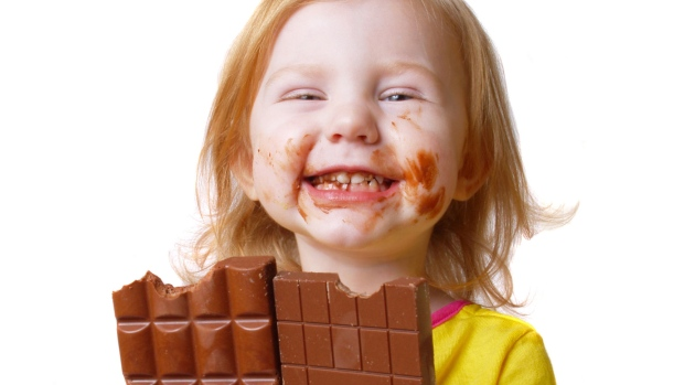 kids eating chocolate